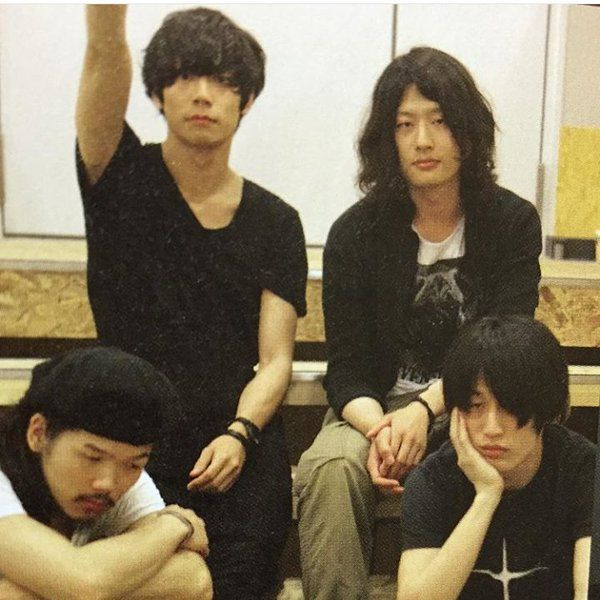 [Champagne]川上洋平・磯部寛之2011/6/15 「MUSICA」7月号 ハワイツアー密着