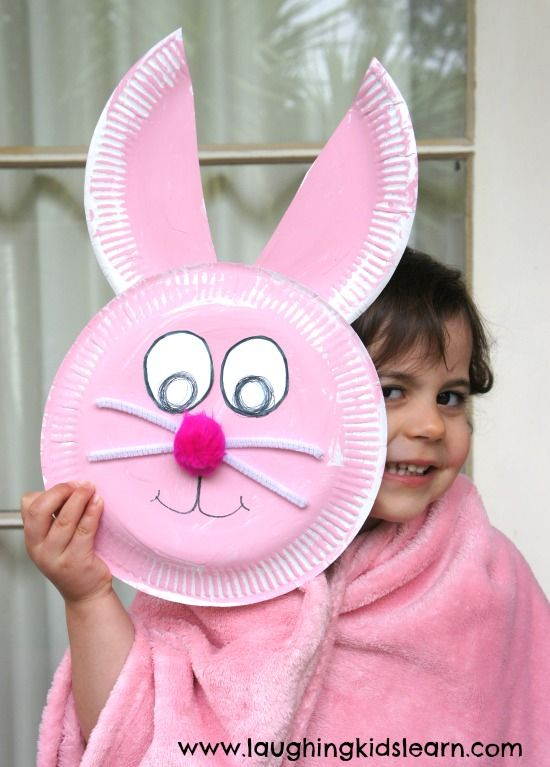 Very easy Easter bunny paper plate craft that children can make at home or in the classroom. Lots of fun and simple to put together this Easter.