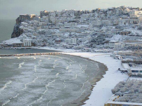 Snow this morning blanketing the coastal resort town of Peschici, province of Foggia in the region of Puglia.