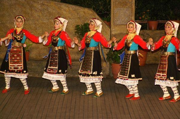 Τraditional folk costumes from Karoti, Evros, Greece/ Παραδοσιακες φορεσιες Μαρηδων απ το χωριο Καρωτη του Εβρου.Οι Μάρηδες είναι μια μικρή ομάδα Θρακών που ζουν στην περιοχή του βόρειου Έβρου, σκορπισμένοι σε 13 χωριά, έχουν όλα τα ιδιαίτερα χαρακτηριστικά ένος χωριστού φύλου, με δική τους ενδυμασία και γλωσσικά ιδιώματα.