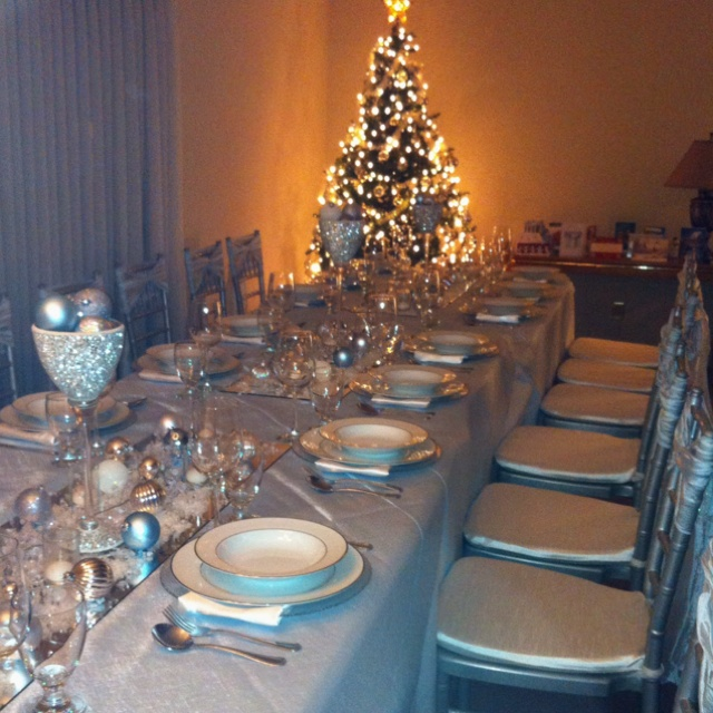 winter wonderland christmas table decor christmas decor. Black Bedroom Furniture Sets. Home Design Ideas