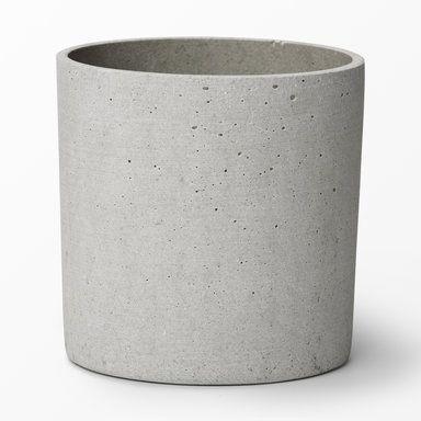 Åhléns  En ljusgrå blomkruka i konststen (polystone). • Diameter: 16 cm • Höjd: 16 cm  129 SEK