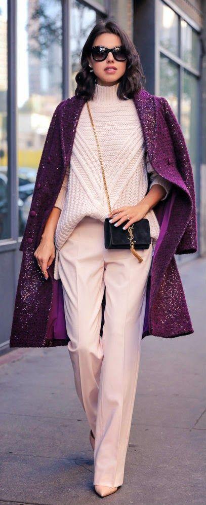 ROSA Y PLUM - capa de lentejuelas mohair lana, suéter cable con cuello alto, zapatos de salón nude / VivaLuxury