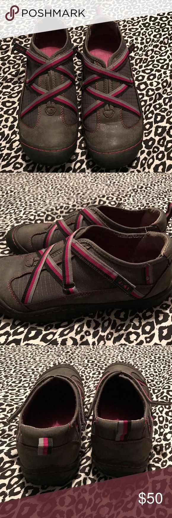J-41 shoes No wear on bottom just dirty on bottom. Excellent condition top. Entire shoe excellent condition. Very comfortable and waterproof. jeep Shoes