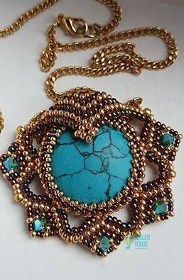 Leia pendant beaded by Noelia Cabrera Lopez. Beautiful! Thank you for sharing!