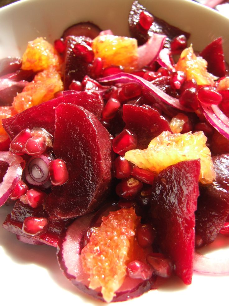 Delicious and nutritious beetroot salad with orange, red onion & pomegranate seeds - family-friends-food.com