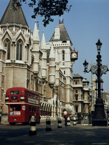 Royal Courts of Justice, the Strand, London : other side of the road is St Clement Dane's Church, dedicated to the Royal Air Force