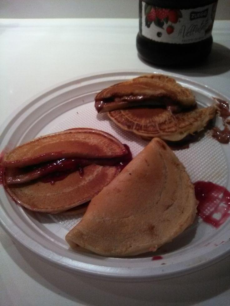 Dorayaki+(simil+pancakes+di+origini+giapponesi,+farciti+con+crema+ai+fagioli+rossi+o+crema+spalmabile+al+cioccolato+oppure+alle+castagne)+home-made