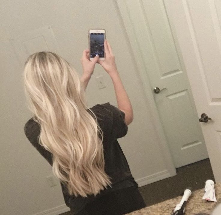 Hair. Blonde. Platinum. Pretty. Gorgeous. Long hair. Highlights. Bright blonde. Curly hair. Wavy hair. Natural hair. Hairstyle. Cosmetology.