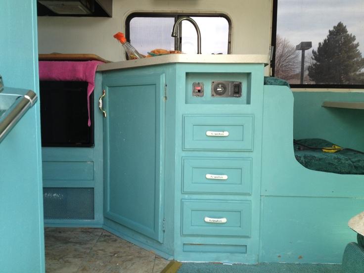 best 22 rv makeover images on pinterest camping vintage roulotte et r novation camping car. Black Bedroom Furniture Sets. Home Design Ideas
