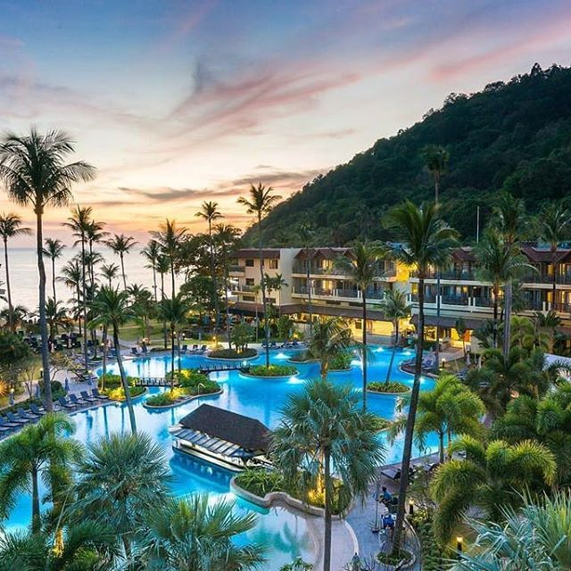Perfect Place To Catch Sunset Picture By Phuket Marriott Resort Spa Merlin Beach Thailland Phuket Marriott Resorts Family Friendly Resorts Resort