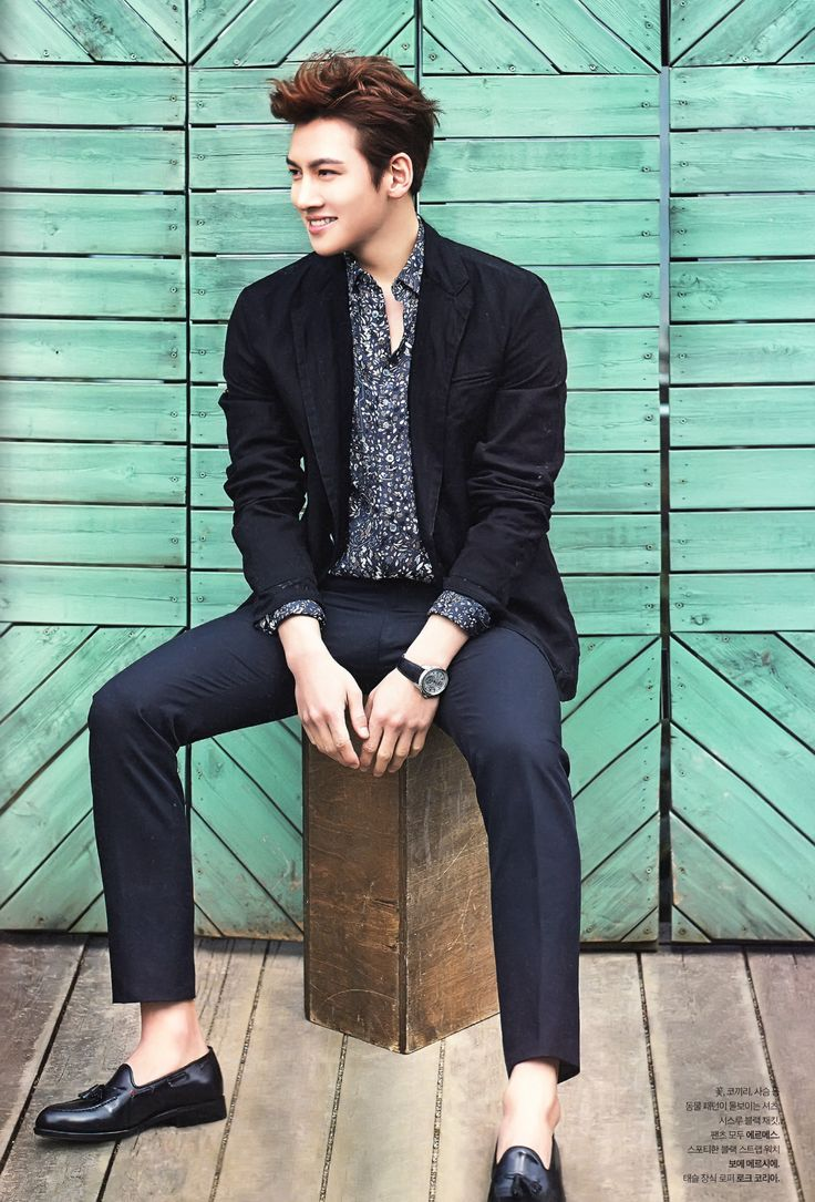 Ji Chang Wook. Casual but so GQ. Love that he is sockless!