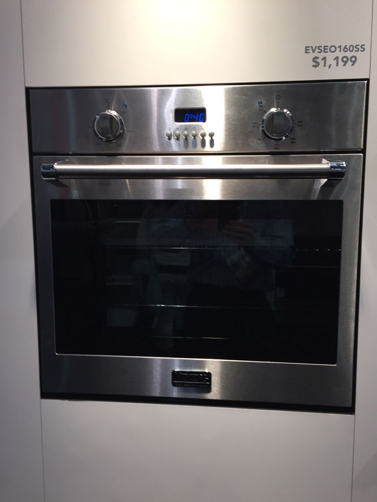 """24"""" wall oven from Viking."""