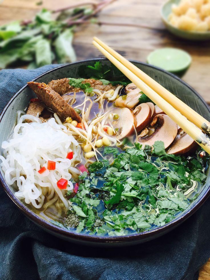 Spicy Pho suppe- vietnamesisk suppe med nudler og oksekød - lavet med shiratakinudler for en low carb version. God smag, få kulhydrater. Opskrift her:
