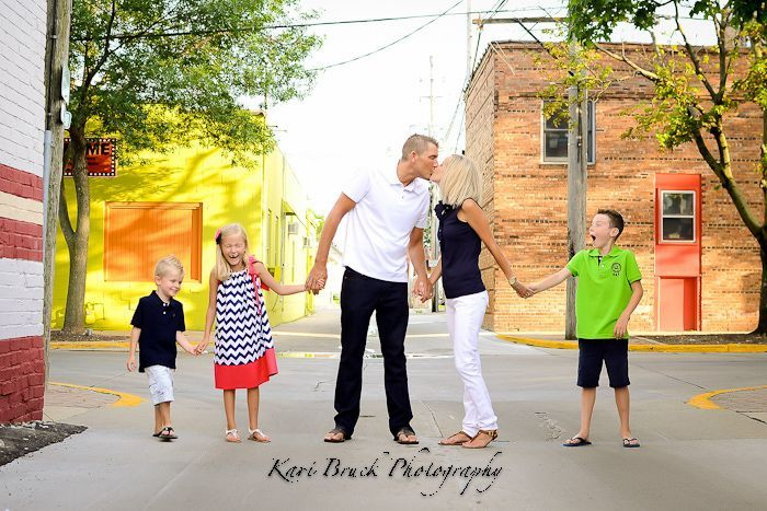 796 best images about photo ideas on pinterest sibling for Urban family photo ideas