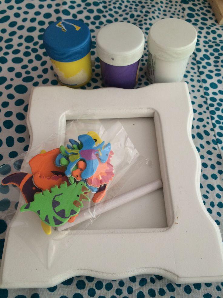 Pipoka Play Kits; Decora tu marco (3 motivos granja, transporte y dinosaurios). Kit con marco de madera, pinturas no toxicas y figuras con diferentes motivos. Para hacer pedidos, escribenos a pipoka@pipokaplaykits.com