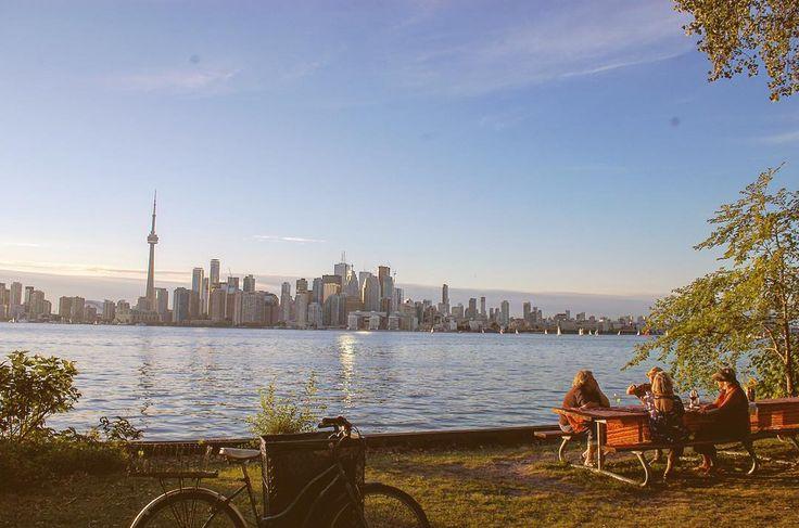 #Canada #Toronto #Torontoisland #island #2015 #캐나다 #토론토 #아일랜드 #여행 #일상 #오후 #여유 #추억 . . 해가 질 무렵 이곳의 여유로움을 느낄수 있었던 나도 늙으면 친구들과 경치좋은 곳에서 도란도란 이야기를 나눌수있길 소망해보기:-) by silver_bin