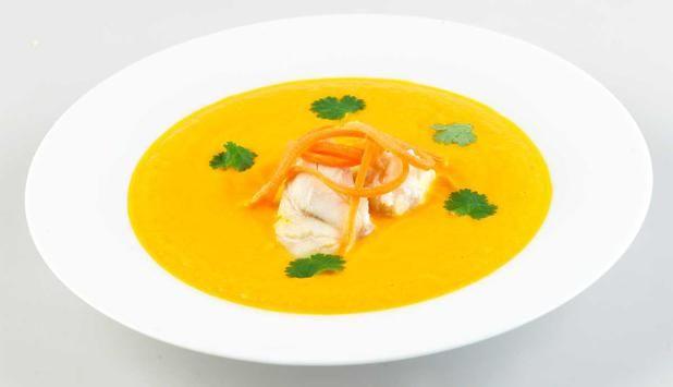 Dette er oppskriften på en spennende suppe med sei, gulrot og ingefær. Suppe er enkel og smakfull mat som varmer både til lunsj og middag.