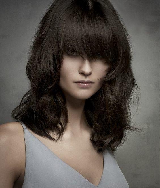 Przeglądamy jesienne trendy we fryzurach półdługich 2016. Sprawdź, co będzie na topie jesienią.