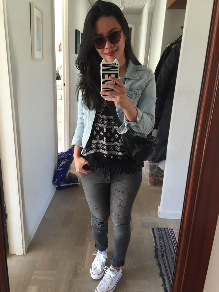 jeans jacket and a white converse shoes ootd.