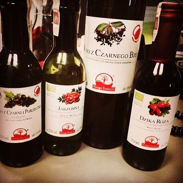 Takie Darylosu Uwielbiamy Czyli Polskie Wina Testowanie Czas Start Wine Bottle Wine Bottle