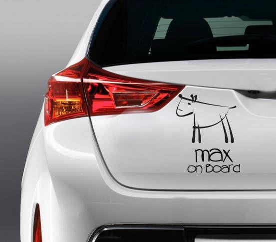 Zeigen Sie stolz allen, dass Sie Ihre kostbaren Hund im Auto fahren. Dieser Aufkleber ist geeignet für einen Hund oder mehr. Bitte geben Sie die Namen Ihrer Hunde in Erläuterungen zum Verkäufer. Machen Sie anderen Fahrer mehr vorsichtig hinter Ihrem Auto fahren und lassen Sie sie