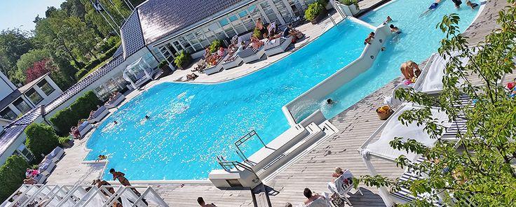 Den härligt rymliga poolen i natursköna omgivningar där man kan ta sig ett svalkande dopp.