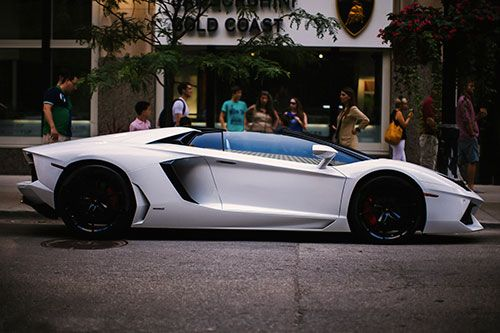 Aventador... I wish I was cruising in this to LA