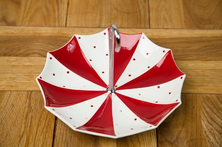 Midwinter Red Domino Umbrella Cake Stand, Circa 1950's. #midwinter #reddomino #domino #cakestand #umbrella #1950s #tray #vintage #retro #midcentury #ceramics #vintageceramics #cupandsaucer #uk #britishvintage