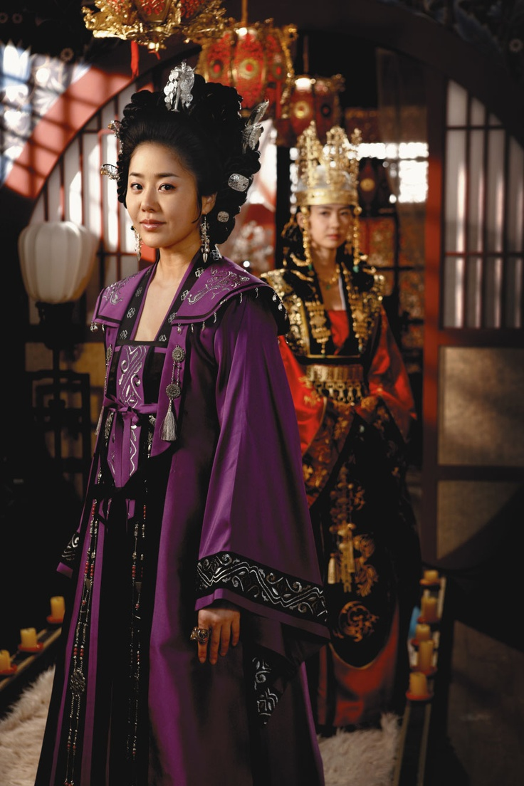 Lady Mishil -- played by Go Hyun-jung / Princess Deokman, later Queen Seondeok -- played by Lee Yo-won / The Great Queen Seon Deok (2009)