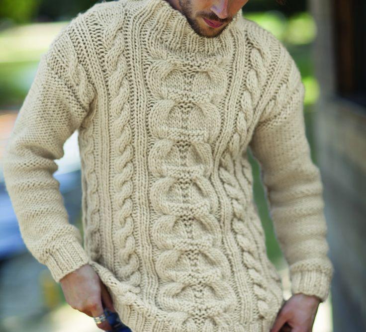 L'Homme est à l'honneur avec ce modèle de pull à torsades très masculin et raffiné à la fois. Modèle tricoté en ' Laine TERRE NEUVE ', coloris Ivoire.Modèle N°6 du mini-catalogue N°600 : Automne/Hiver 2015, Homme.