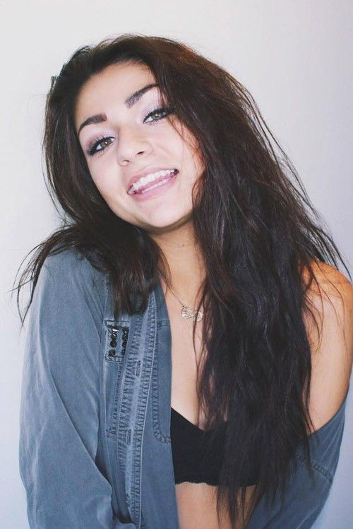 ::ANDREA RUSSETT:: heyo I'm Andrea. 18 and ....single. Obvi. I play hard to get. You can try but you may not succeed. My brother is Jc and ya intro?