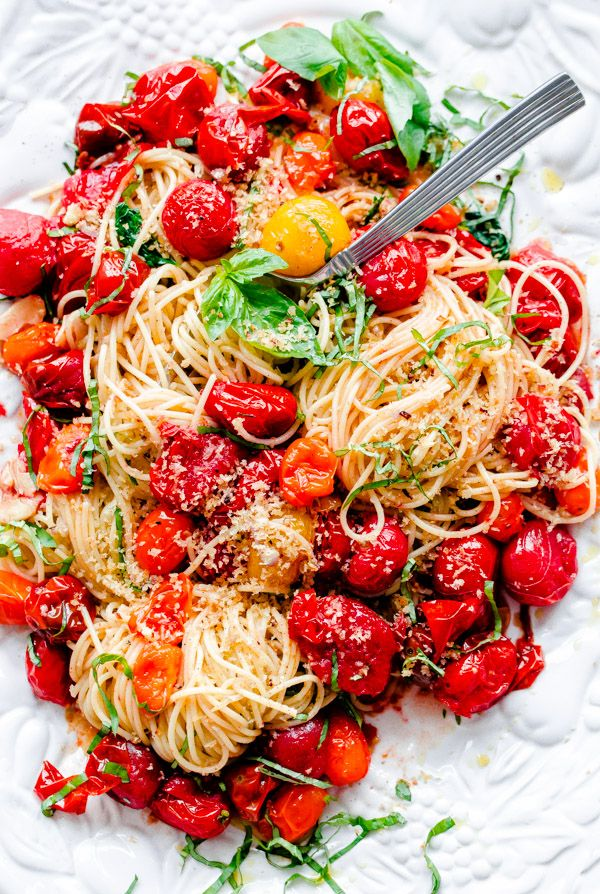 Spaghettini with Roasted Tomatoes, Fresh Basil, and Toasted Garlic Breadcrumbs - This dish can be thrown together in less than 30 minutes and is so flavor packed!