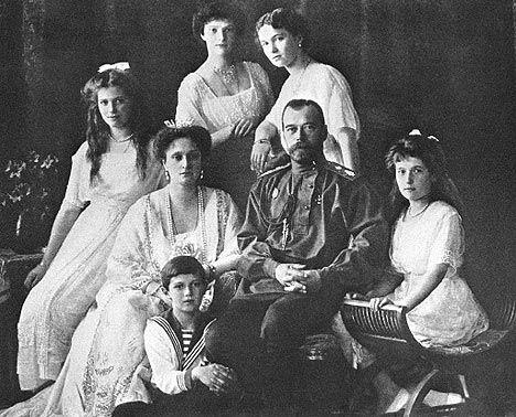 La aguda crisis económica por la que atravesaba Rusia y sobre todo, la falta de alimentos para la población, fue una de las causas que llevó a cabo la Revolución Rusa.