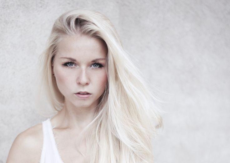 portrait blond light face beauty simple makeup