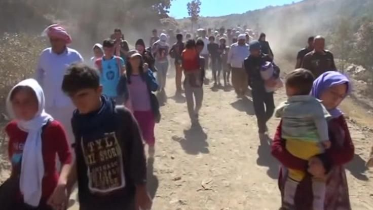 Turkey braces for influx of Yazidi refugees Hundreds of Iraq's ethnic Yazidis cross a mountain into Turkey on foot, as they seek to escape violence by Islamic State militants. Vanessa Johnston reports.