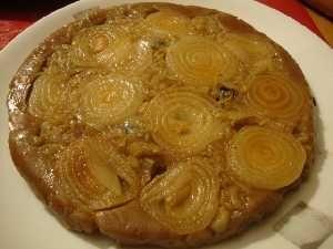 Questa torta di cipolle ed indivia non ha bisogno di lievitazione dal sapore estremamente gustoso