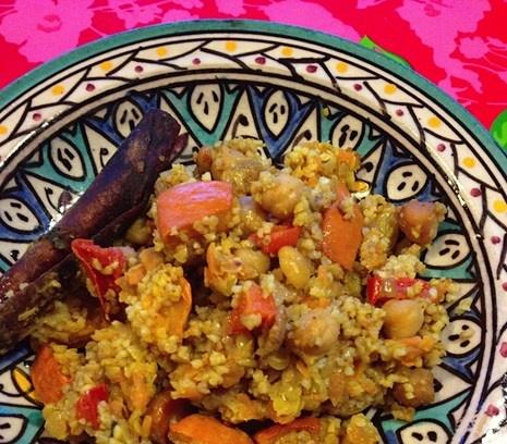 Winterse couscous! Een heerlijk kruidig en gezond gerecht! Met pompoen, kikkererwten en wortelen. #recept #hoofdgerecht #mediterraans #vegetarisch