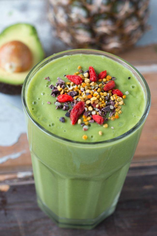 Detoxen met deze detox smoothie is een groot feest! Zo lekker is de smoothie! Voeg er je favoriete superfoods aan toe en ervaar de boost voor je gezondheid.