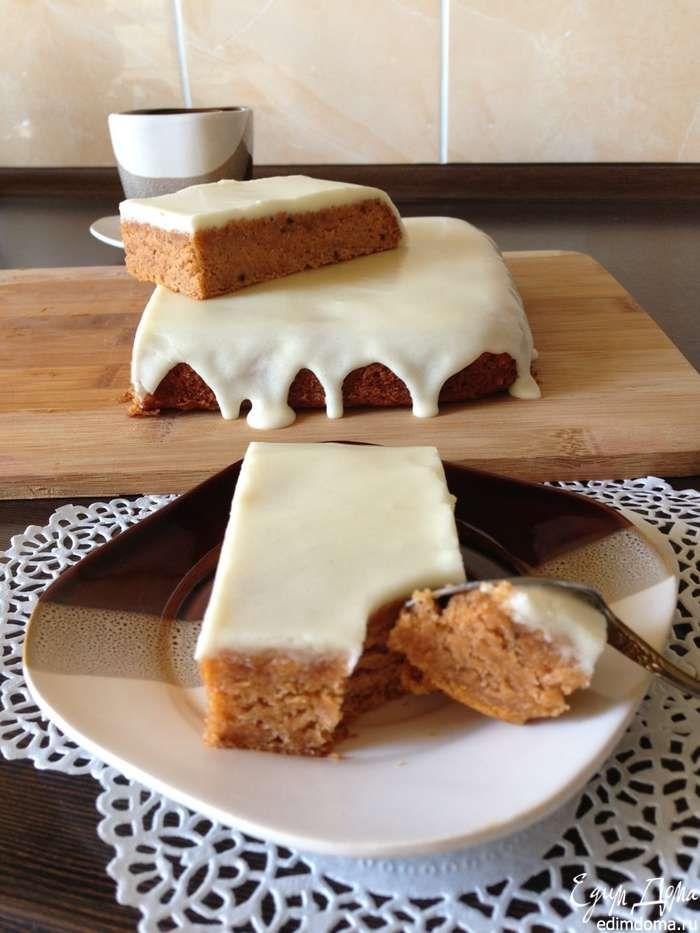 Пряный пирог с глазурью из сливочного сыра