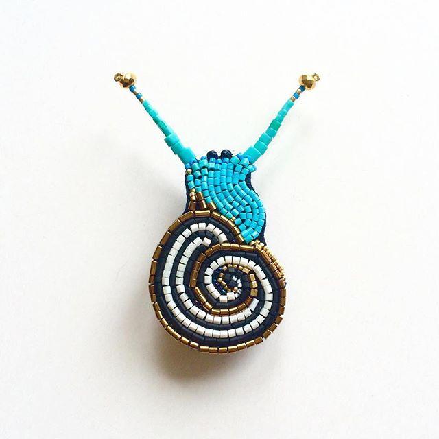 """новая брошь """"Улитка"""" , на магните, 7см ( японский бисер, стеклярус, гематит, латунь, лён, пластик, магнит ) свободна, цена по запросу#peresvetti#брошь#улитка#вмиреживотных#vscojewelry#bijouxlovers#jewellerygram#brooch#bijouxdesign#designerlife#fashionstylist#fashionblogger#artdecoration#architect#дизайнер#фэшнблоггер#блоггер#подиум#fw2016#parisfashionweek#vogue#галлерея#выставка#современноеискусство#искусство#fineart#vintagestyle#joybijoux#бижутерия"""