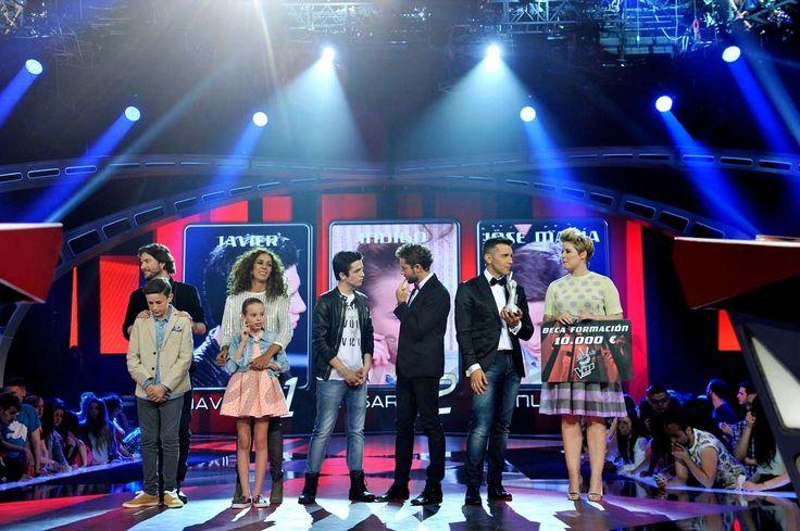Finalistas La Voz Kids II con sus coaches y el presentador Jesús Vázquez y Tania Llasera