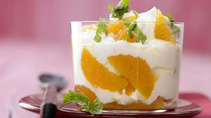 Ein Fest für Naschkatzen: fruchtiger Joghurt mit frischer Minze: Clementinen-Joghurt mit Ingwer und Honig | http://eatsmarter.de/rezepte/clementinen-joghurt