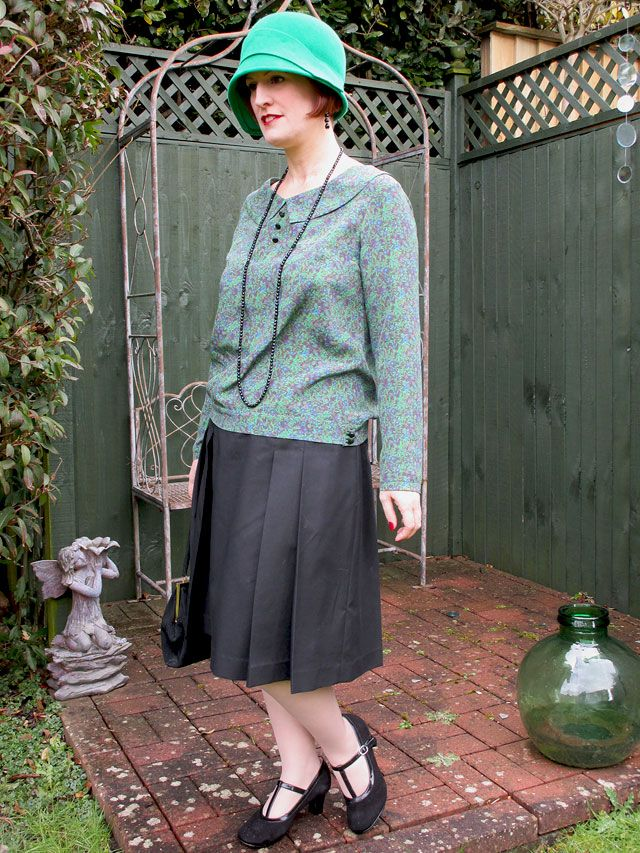 My first #VintagePledge challenge - 1920s green and purple silk blouse and black cotton twill pleated skirt
