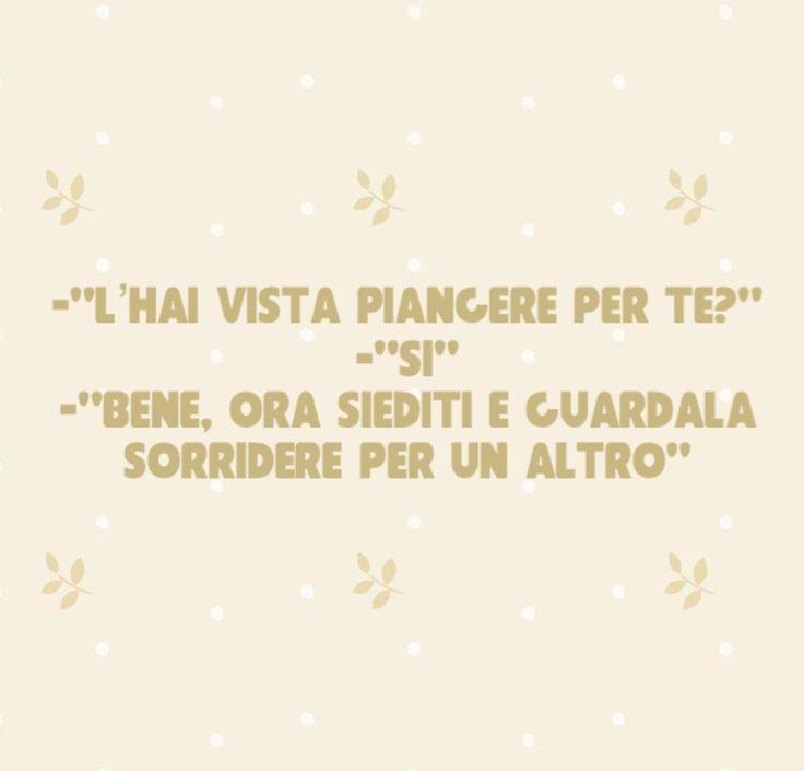 """#citazioni ¿La viste  llorar por ti ? """"Sí""""...Bien, ahora siéntate y mírala sonreír por otro."""