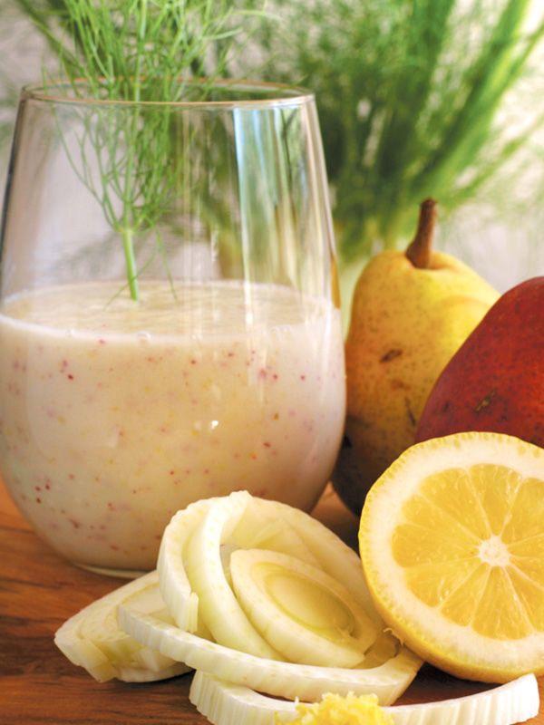 Centrifugato al finocchio e pera: un cocktail vitaminico che unisce alle proprietà digestive del finocchio le virtù delle fibre di cui la pera è ricca.