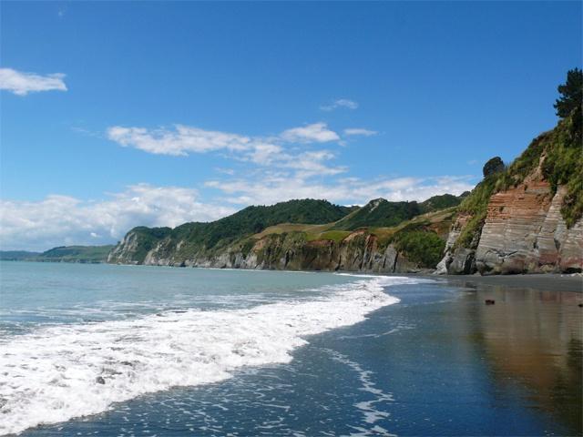 a beach walk along the White Cliffs