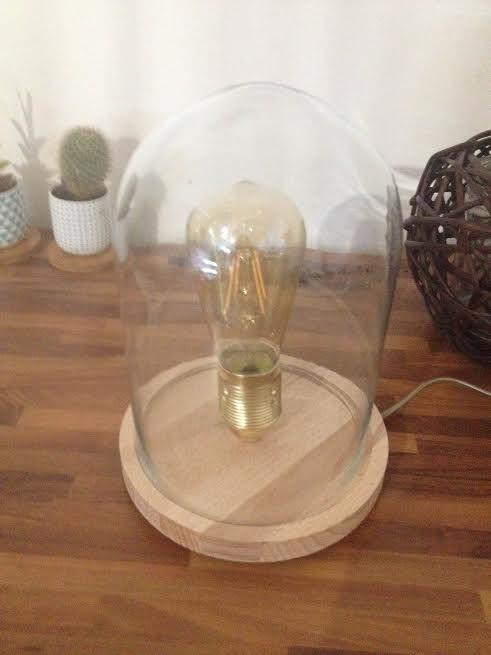 Ma lampe sous cloche avec ampoule filament . (Blog Zôdio)