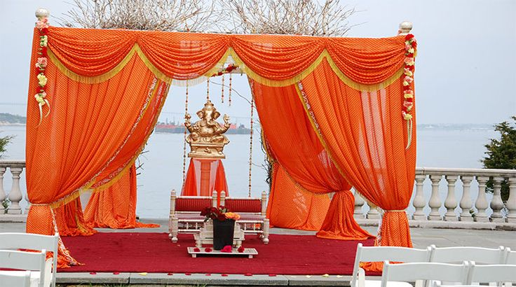 Mandap decoration of Indian weddings is not that very easy rather quite daunting in nature. This is the reason Mandap decorators need to be highly concentrated towards the same. Various essential aspects are to be ascertained so that beautiful Mandap decorations can be successfully developed without inviting any mess.