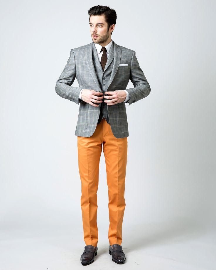 Veste sur mesure en serge super 120's, à motif prince de galles et filet orange, 2 boutons, 2 poches plaquées, 550€.